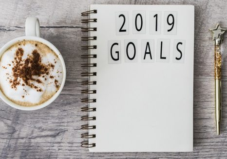 notepad-with-2019-goals-inscription-table_23-2147983884